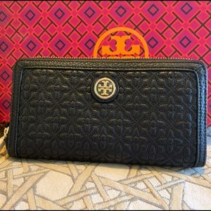 Tory Burch Wallet *Authentic*